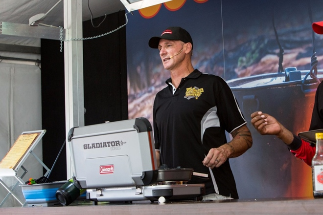 4x4 outdoors show cooking stage